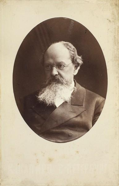 Кабинетная фотография историка К.Д. Кавелина / фот. К.А. Шапиро. СПб., [1882-1884].